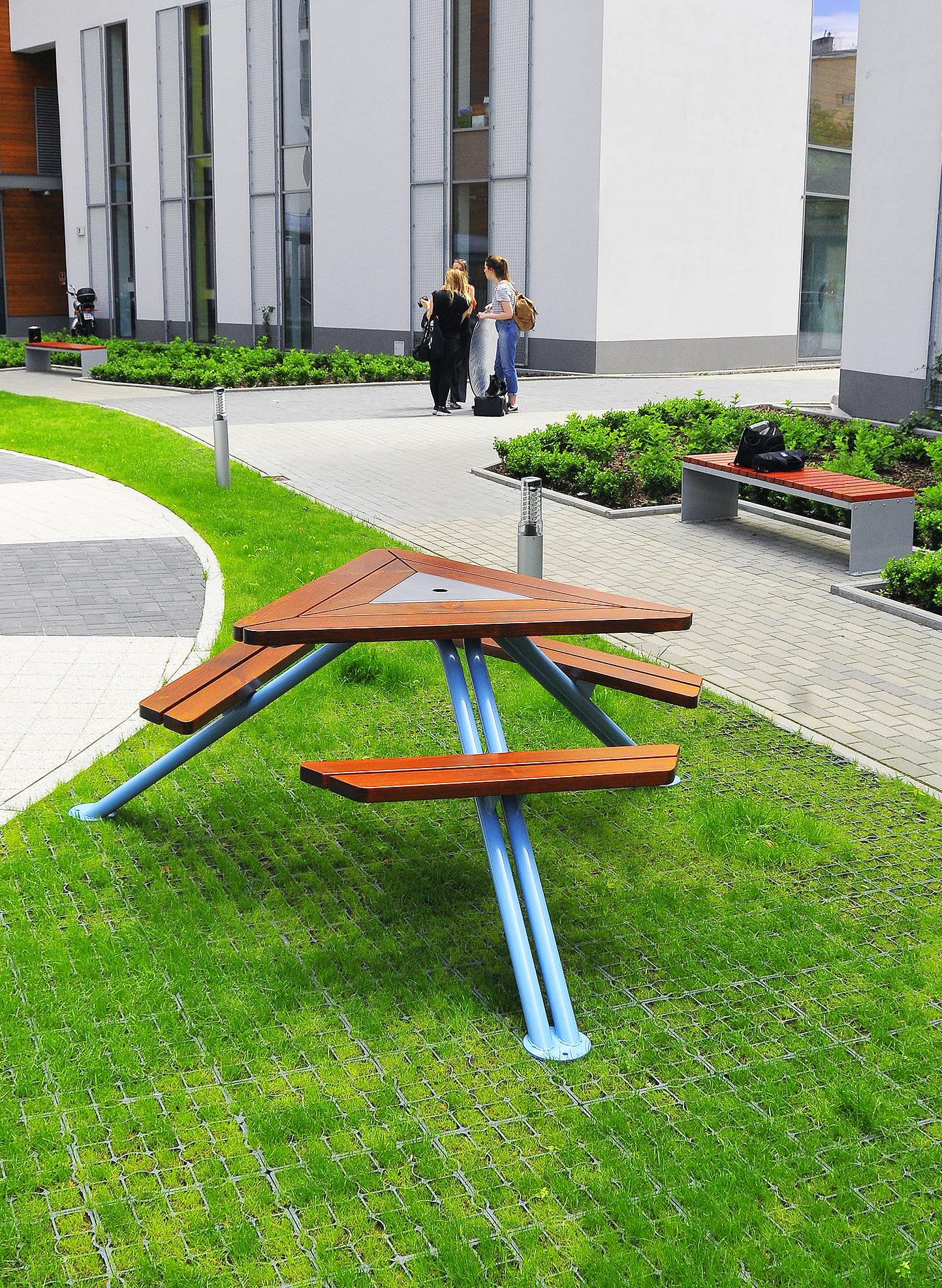 stol-piknikowy-mars-ze-stali-i-drewna